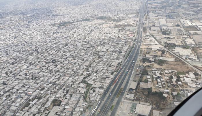 Una vista aérea de vía a la costa, hacia donde apunta hoy el nuevo aeropuerto.