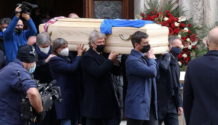 Paolo-Rossi-funeral-jugador