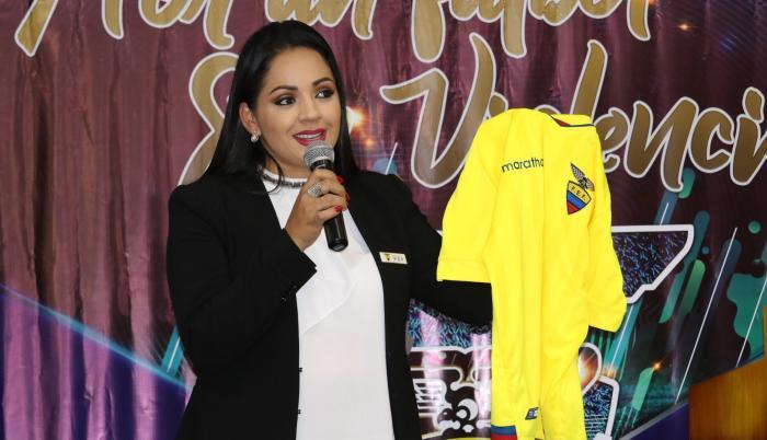 Daniela Ojeda, portavoz de la Federación Ecuatoriana de Fútbol.