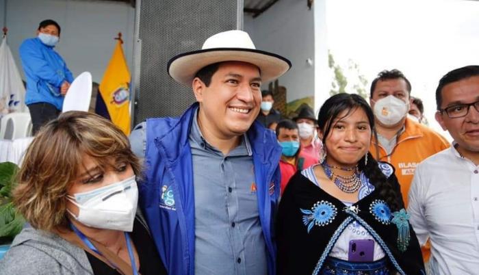 Candidato. La sonrisa de diseño es un producto de mercadeo que el delfín del Rafael Correa se calza con el mismo automatismo que el sombrero.