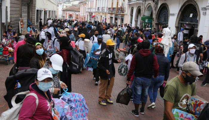 La venta informal se multiplica en varios espacios de Quito.