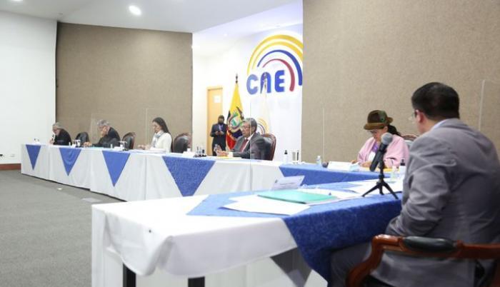 CNE contrataciones debate