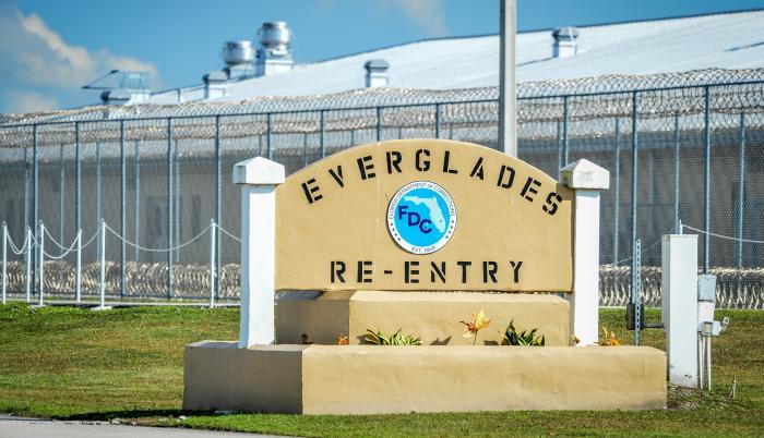 Vista del centro de detención de inmigrantes de Krome, Florida.