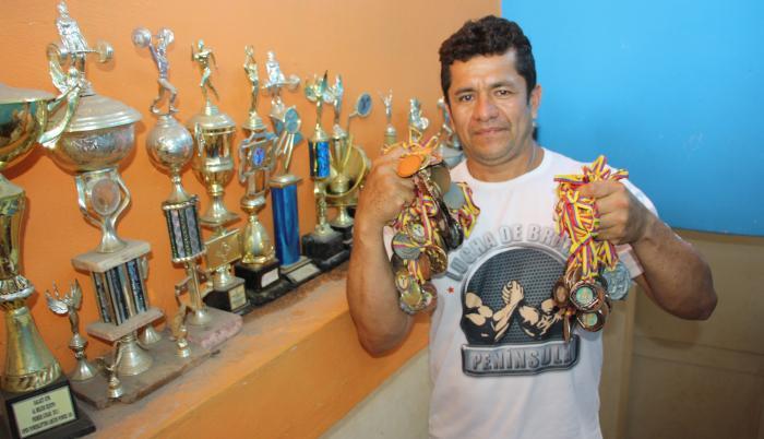 Víctor-Plua-pesista-entrenador