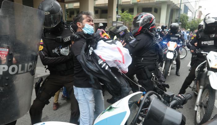 POLICIA VIOLENCIA