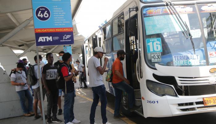 Urbe. En Guayaquil hay 2.700 buses que mueven al 80 % de ciudadanos.