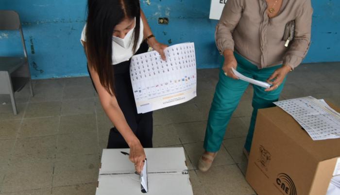 Nathalie Arias, candidata a la Asamblea Nacional, durante la jornada electoral.