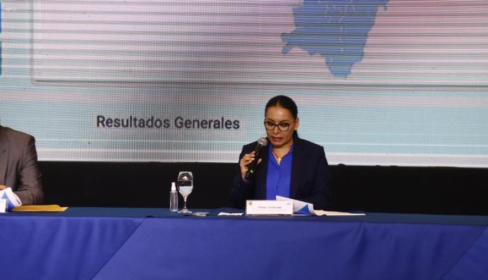 Diana Atamaint, presidenta del CNE, lee los resultados del conteo rápido. 7 feb. 21
