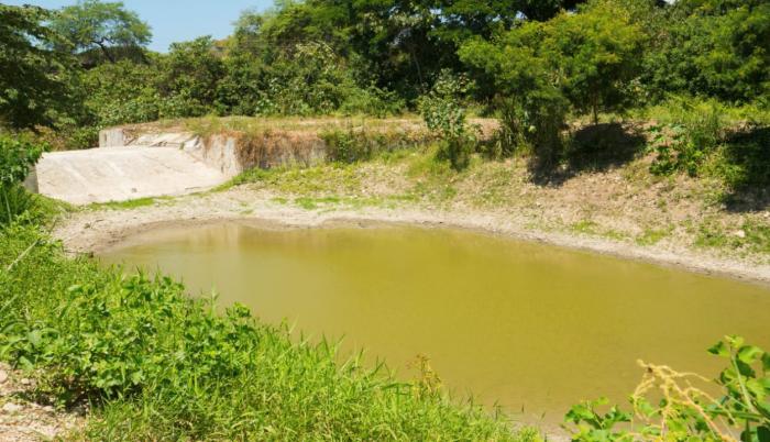 Tapes y diques_Agua en Santa Elena