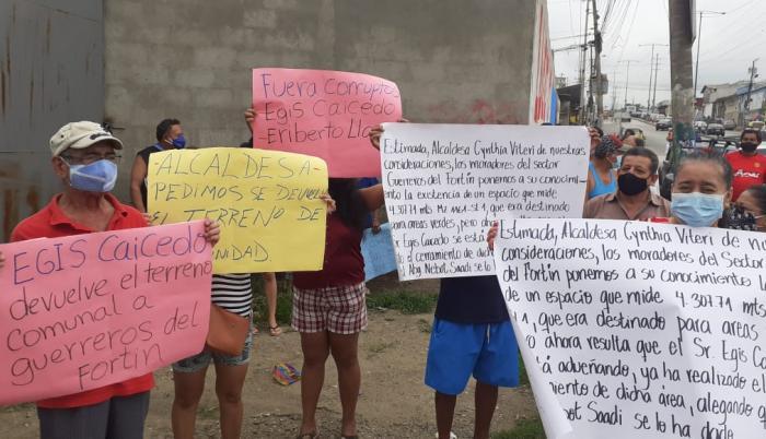 Con carteles se señala a un edil. Egis Caicedo asegura que es legal.