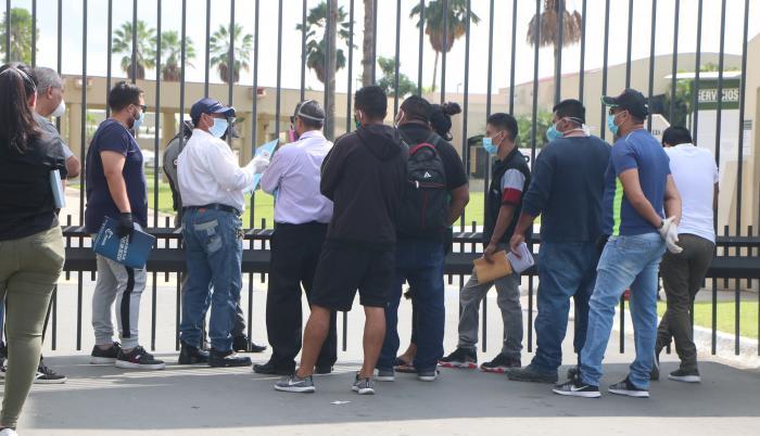 Hace casi un año, familiares esperaban por horas noticias de sus fallecidos en el Parque de la Paz.