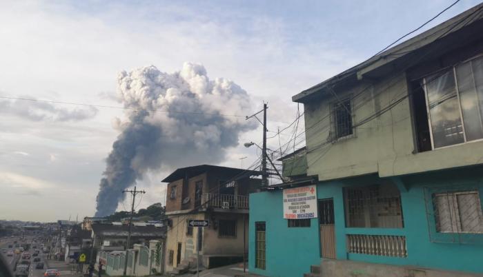 Bodegas de un reconocido almacén de electrodomésticos se quemaron luego de un voraz incendio