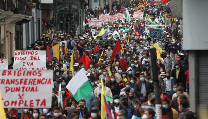 La marcha llegó a la altura de la calle Chile, uno de los ingresos a la Plaza de la Independencia, cerca de las 11:30.