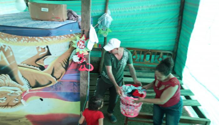 Damnificados. Miriam Ramos perdió todo: colchones, ropa, útiles escolares de sus hijas. El agua irrumpió en la covacha donde vive.