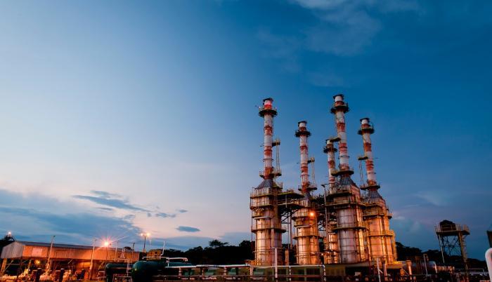 Petroecuador pagará sus deudas con petróleo.