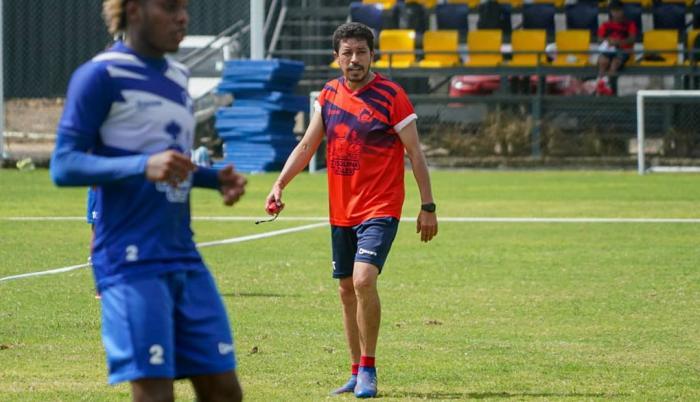 Paúl-Vélez-Delfín-entrenador