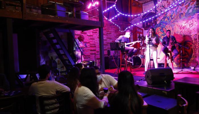 Show en vivo. La cantante Abby Lara inauguró las noches de jazz en Diva Nicotina el pasado jueves.