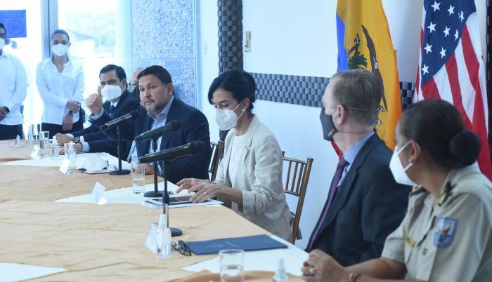 Autoridades ecuatorianas dieron a conocer este martes la puesta en marcha de un proyecto impulsado por el Gobierno de Estados Unidos para que puertos y aeropuertos del país suramericano cuenten con equipamiento tecnológico no intrusivo para controlar de m