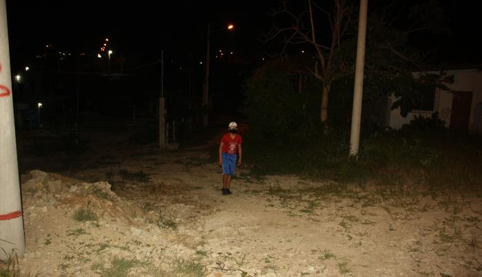 La oscuridad y la falta de rondas policiales han jugado en contra del encanto de Ballenita, que registra robos a domicilio y asaltos.