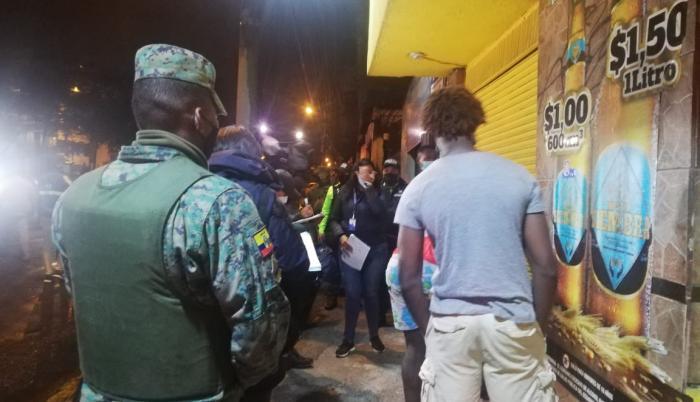 El toque de queda se incumple en Quito.