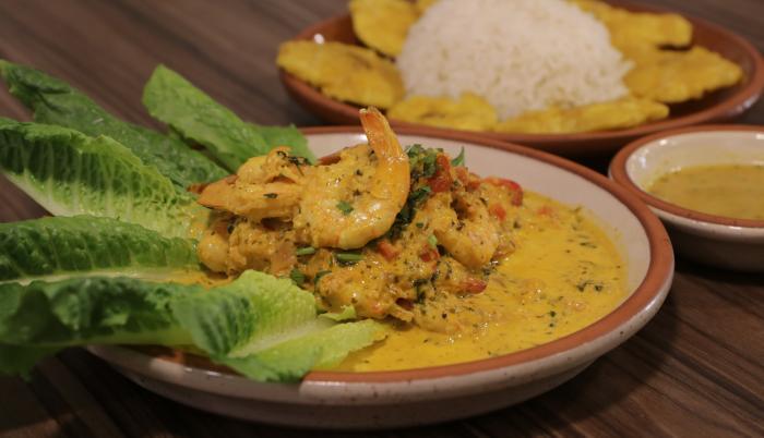 Encocado de camarones, restaurante Guayé