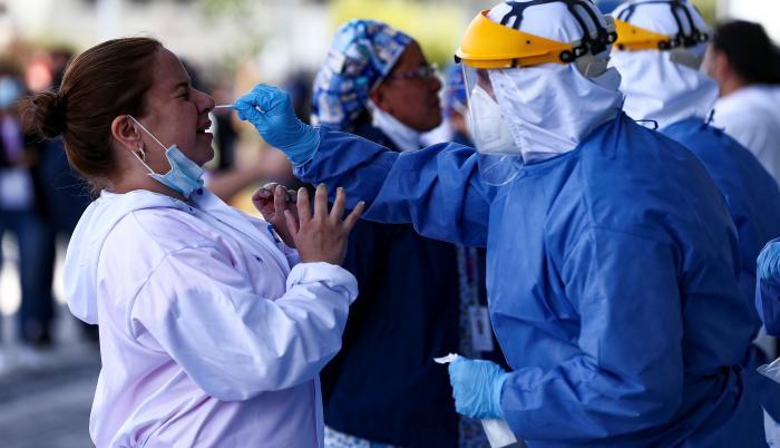 Sobre la situación del contagio en las provincias, en el informe oficial se detalla que la andina de Pichincha, cuya capital es Quito, es la más afectada con 120.325 casos acumulados, 425 más que el sábado.