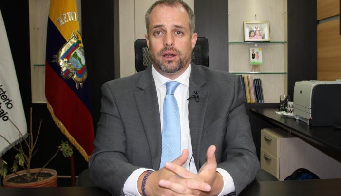 Fotografía de archivo fechada el 23 de octubre de 2020 que muestra al ministro de Trabajo de Ecuador Andrés Isch, responsable de la transición al nuevo gobierno en Quito (Ecuador).
