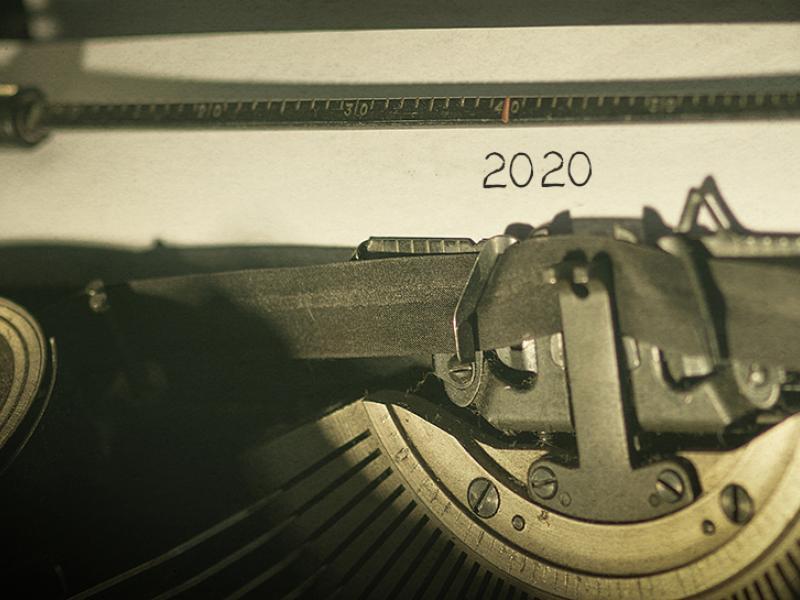 Al escribir el año 2020 en un documento no se lo debe abreviar